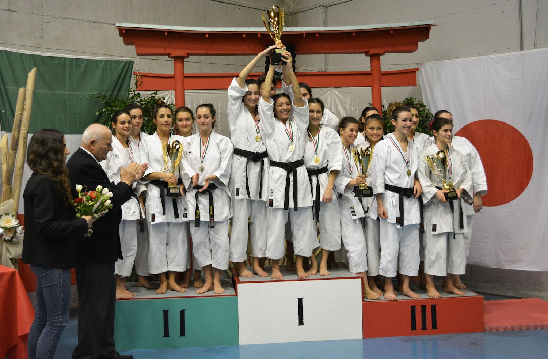 podio-kumite-squadre-femm