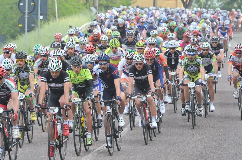 Ciclismo, la Dieci Colli partirà dalle Due Torri