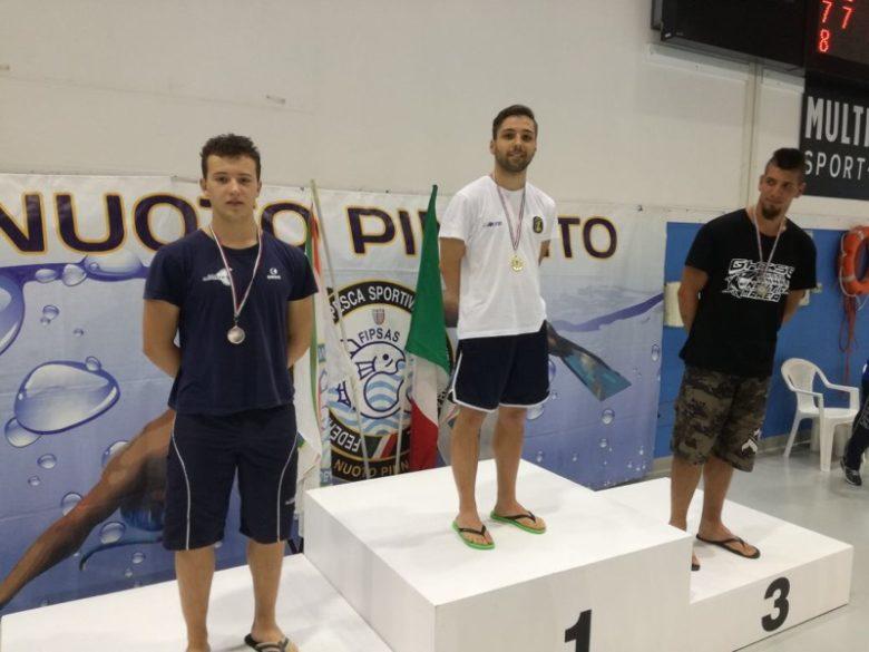 Nuoto pinnato 21 medaglie per la record ai camp italiani for Pinne x piscina